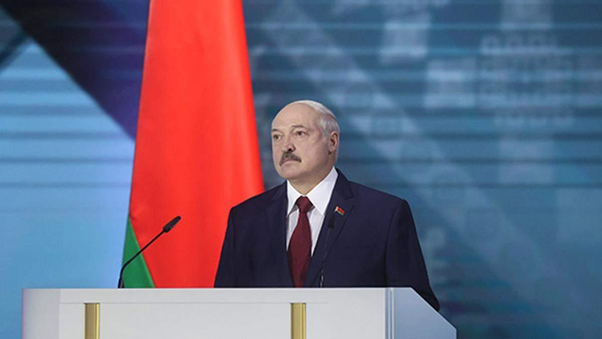 Лукашенко опять идет в президентьі