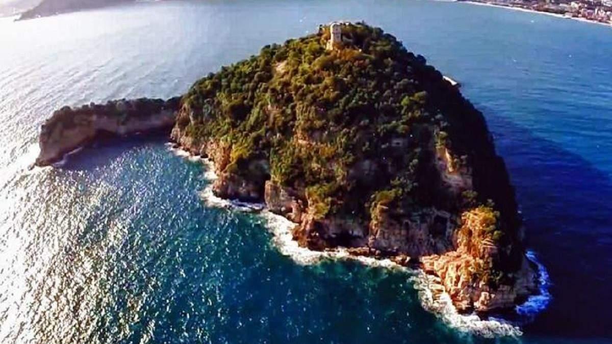 """Син ексвласника """"Мотор Січі"""" Богуслаєв купив острів в Італія: влада може скасувати продаж"""