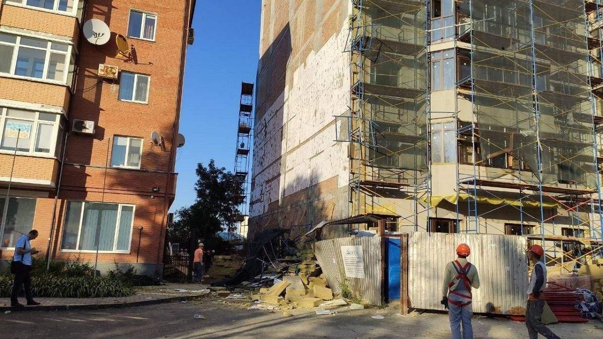 У Полтаві на будівництві обвалилося риштування: є постраждалі