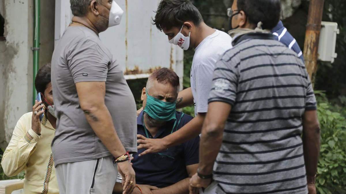 Трагедія в Індії: через пожежу в лікарні загинули 8 хворих на коронавірус