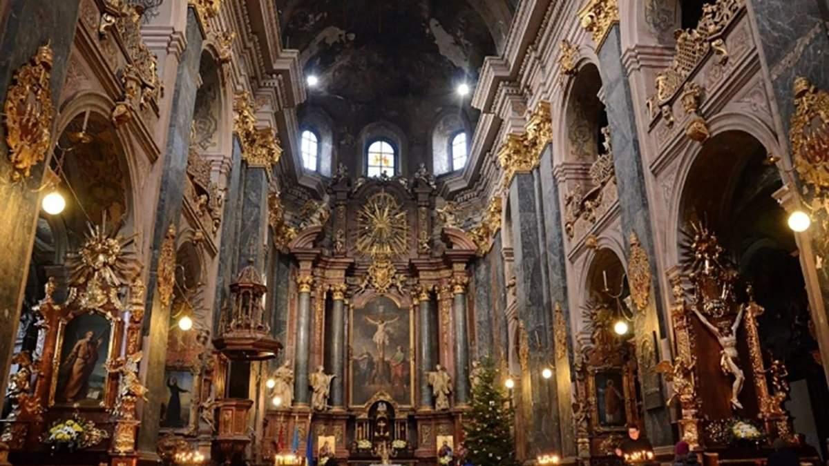 У МОЗ розповіли, чи закриють церкви на карантин