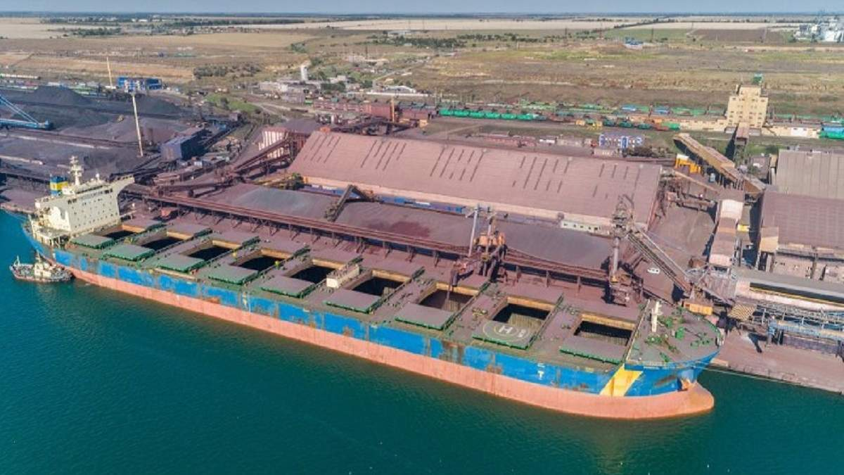 """У порту """"Південний"""" зберігають майже 10 тисяч тонн аміачної селітри, але в безпечних умовах"""