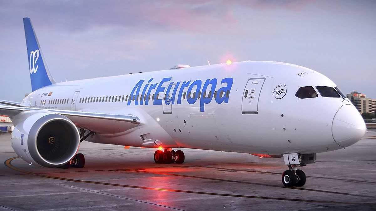 Через українця екстрено посадили літак в Іспанії