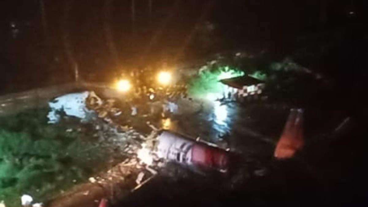 Літак із пасажирами розвалився на 2 частини в Індії: є жертви, багато поранених – відео