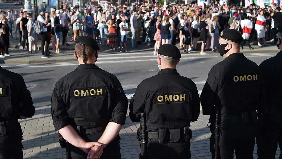 За несколько дней до выборов президента в Минске силовики жестко атаковали сторонников оппозиционных кандидатов