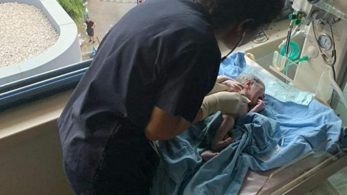 В разбитой больницы без света: через мгновение после взрыва в Бейруте родился младенец – видео