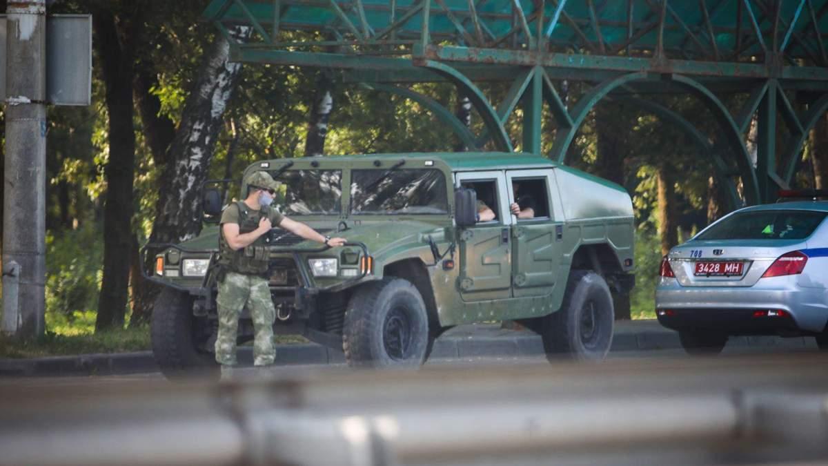 Військова техніка в Мінську на виборах президента: відео, фото