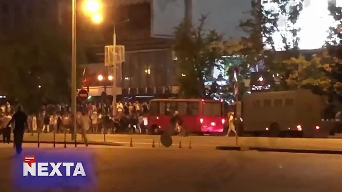 Автозак въехал в людей в Минске 9 августа 2020: видео