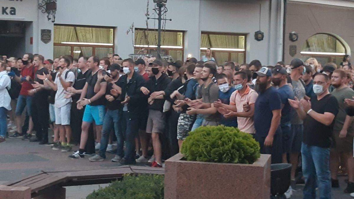 Как люди протестуют в разных городах Беларуси: фото и видео