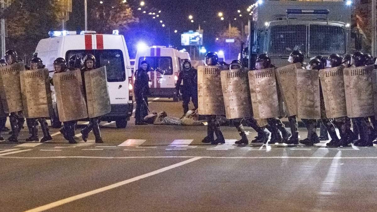 Столкновения в Минске: силовики провели жестокую зачистку митингующих – видео 18+