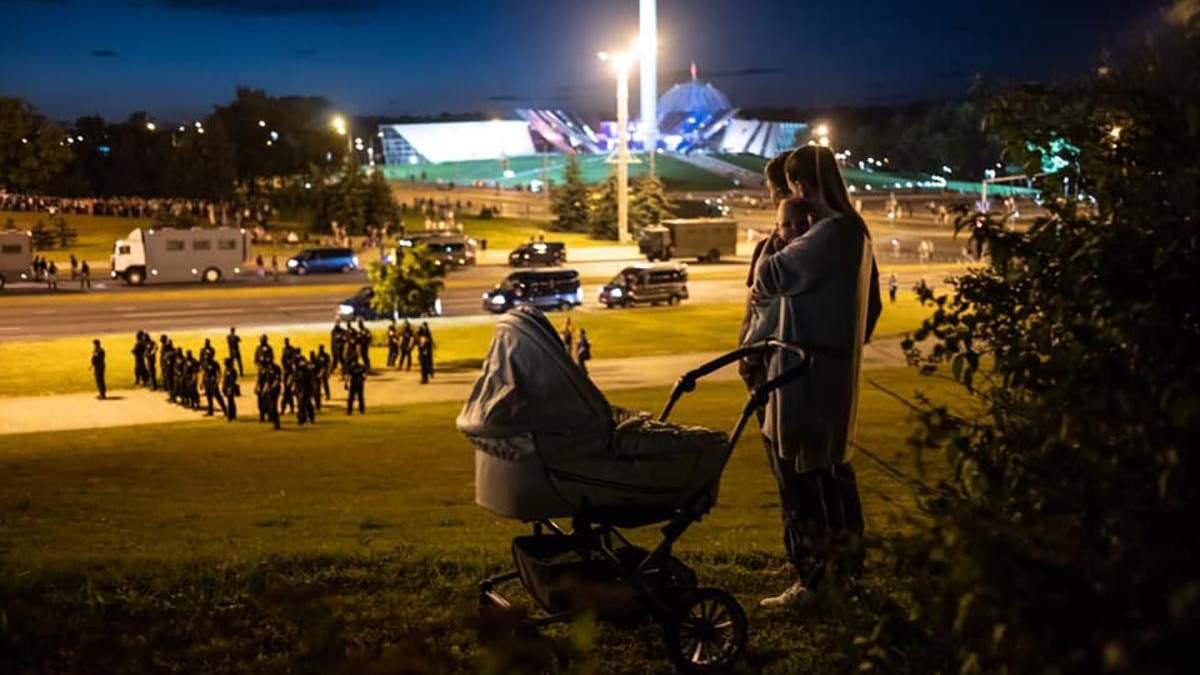 Як місцеві жителі в Мінську переживають буремні часи