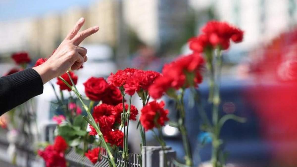 Пара лишь хотела возложить цветы на месте гибели человека