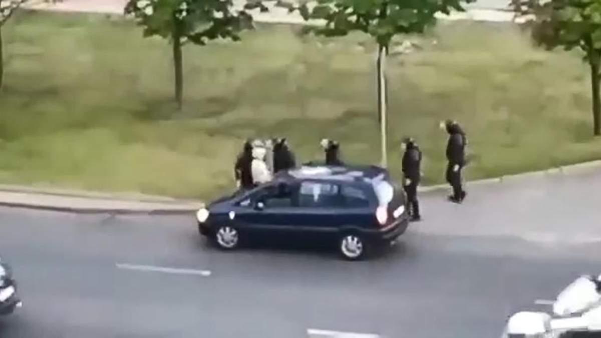 У Білорусі ОМОН затримали дідуся