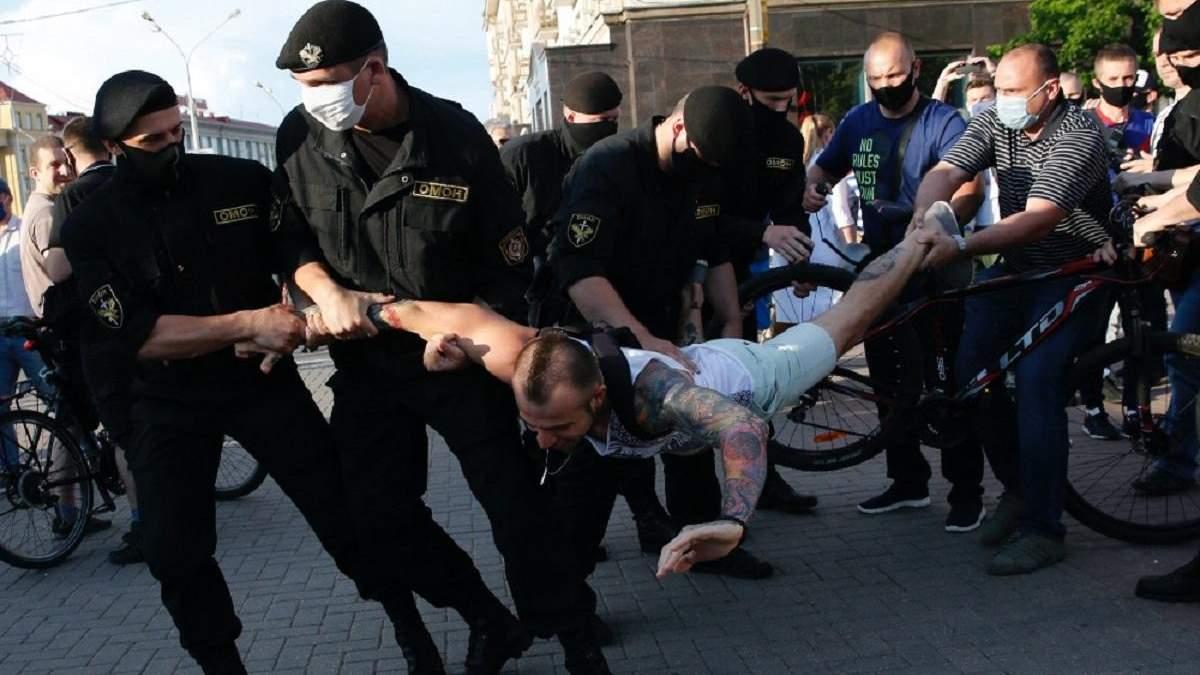 Влада Білорусі обіцяє до ранку 14 серпня відпустити всіх затриманих