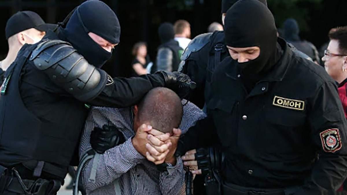 Протести у Білорусі: силовики жорстоко побили підлітка