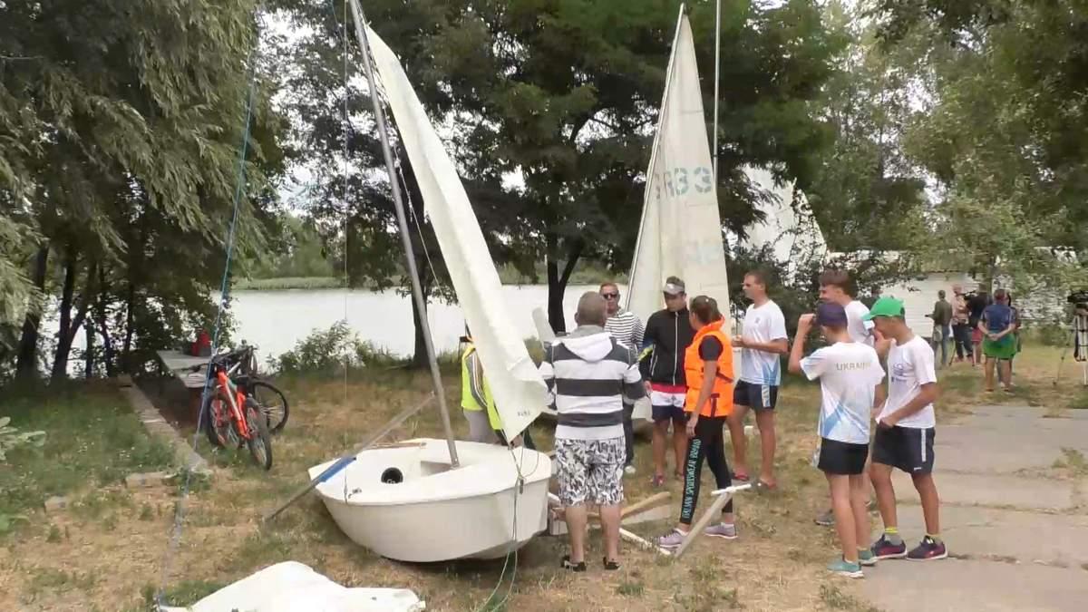 Ветеран АТО открыл в Черкассах школу парусного спорта: как происходит необычное обучение