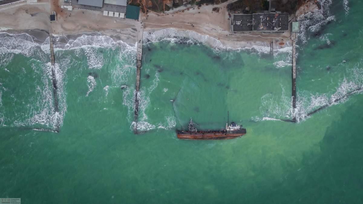 Эпопея с поднятием танкера Delfi: почему судно до сих пор лежит на дне