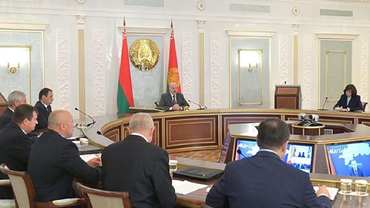 """Лукашенко дав 7 завдань силовикам для """"повернення спокійної країни"""""""
