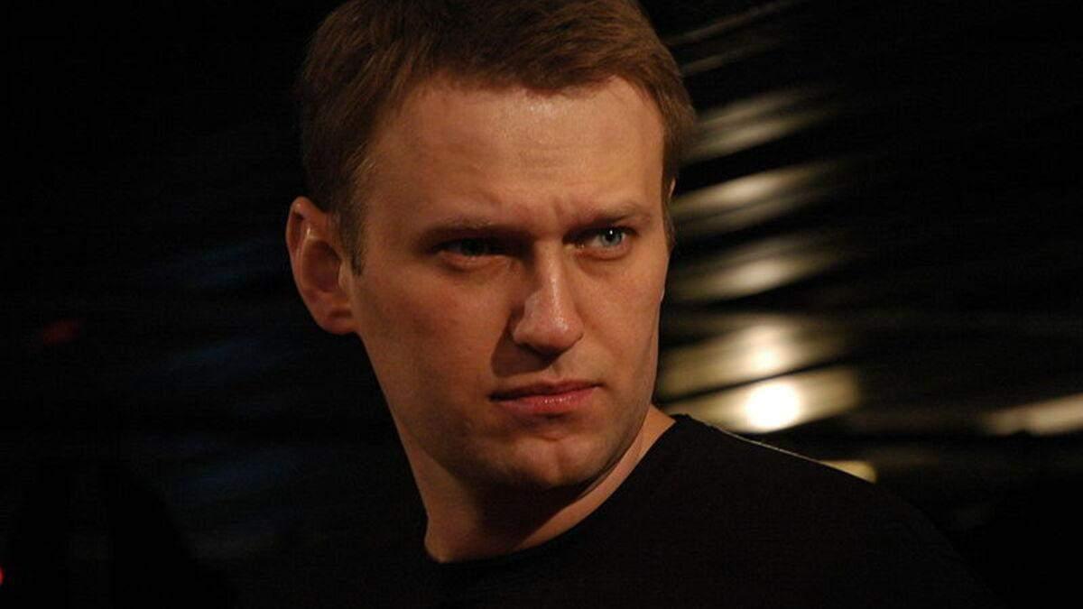 Врачи пытаются скрыть доказательства отравления Навального – российский журналист