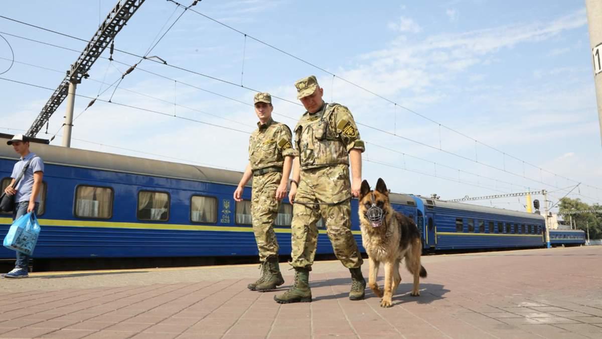 У потягах Укрзалізниці таки з'явиться воєнізована охорона