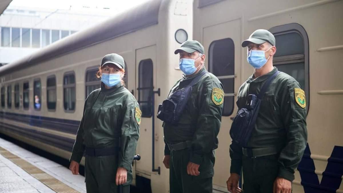 Военизированная охрана будет сопровождать 10 поездов Укрзализныци: список