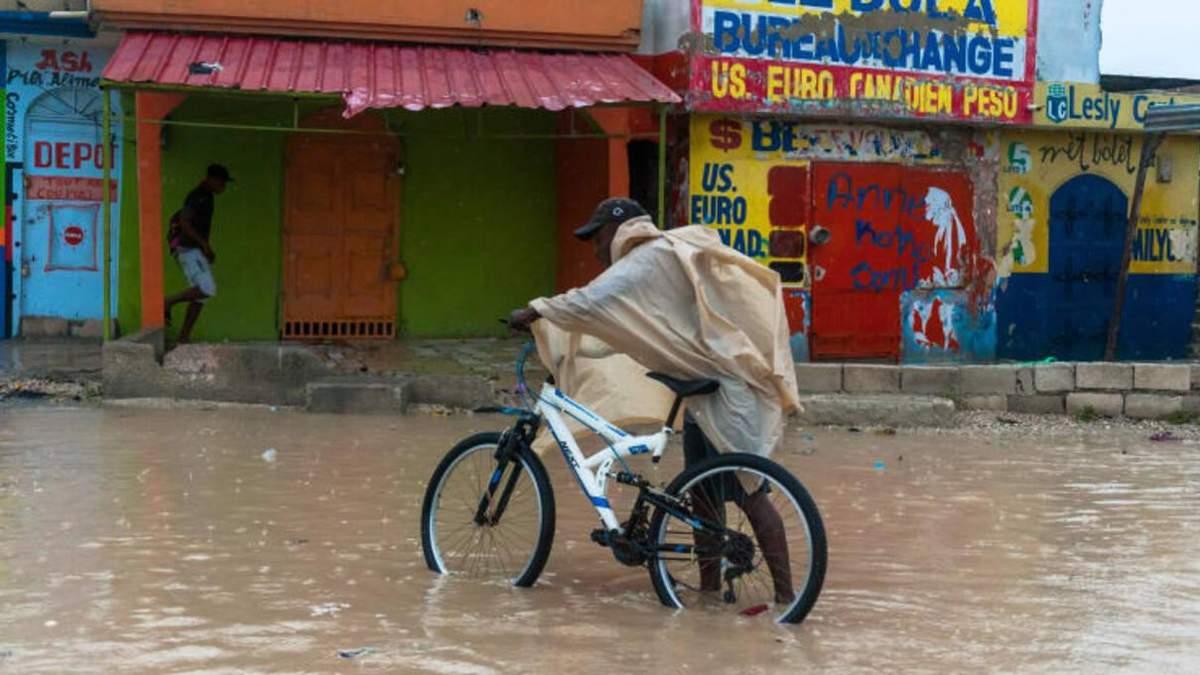 Ураган Лора в США: эвакуация населения - фото, видео