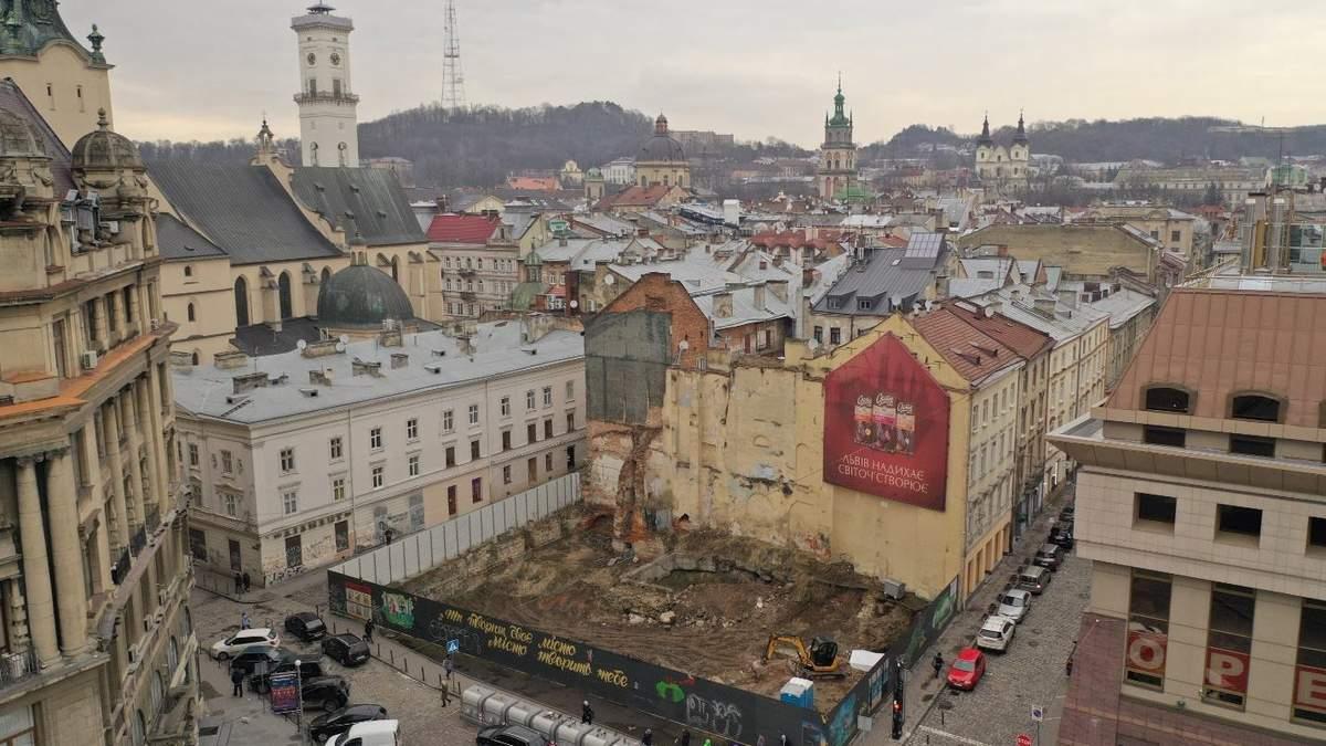 Пожар и граффити: печальная история одного из старейших кинотеатров Львова – фото