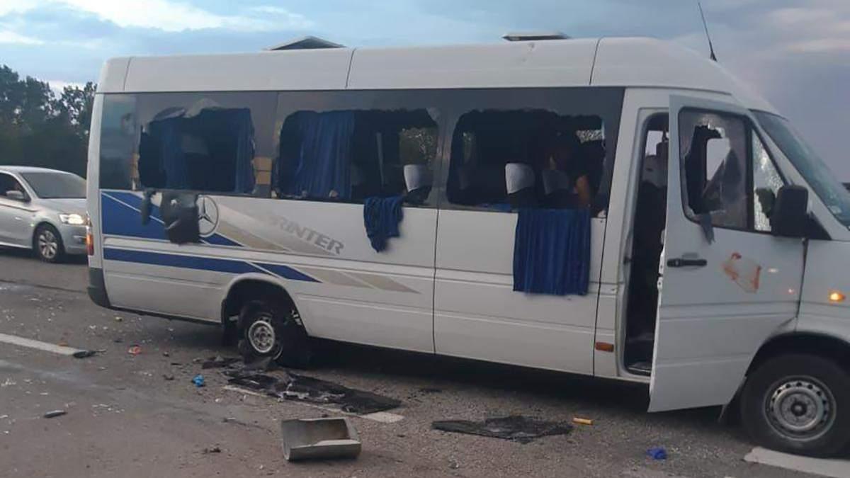 Під Харковом розстріляли  автобус: Кива заявив, що є загиблі – поліція каже лише про поранених