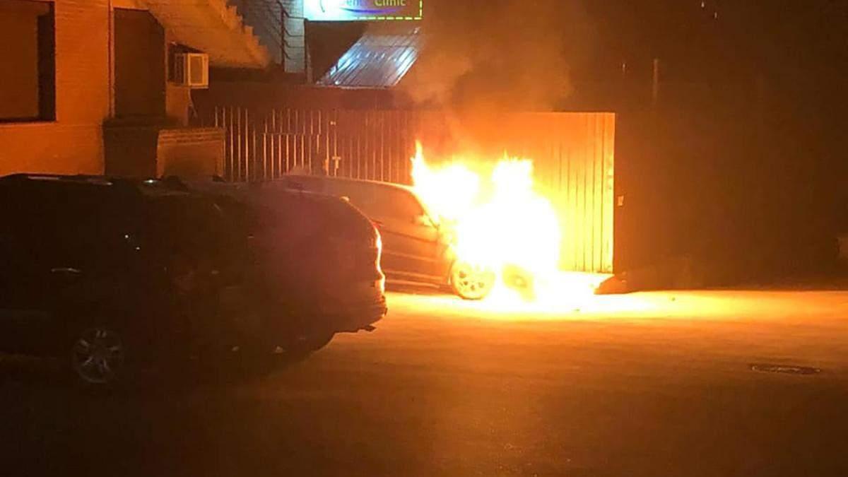 Депутату Гео Леросу підпалили машину 28.08.2020: відео