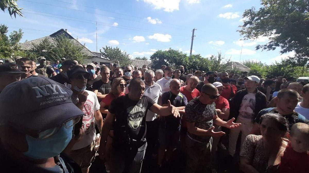У селі на Харківщині вимагають виселити громаду ромів: фото, відео
