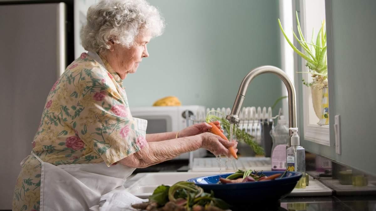 Доплати до пенсій українцям, яким понад 75 років: що відомо