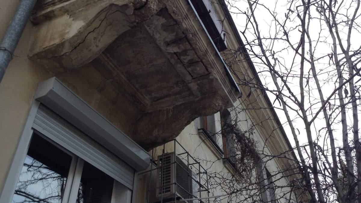 Що робити, якщо на вас упав балкон?