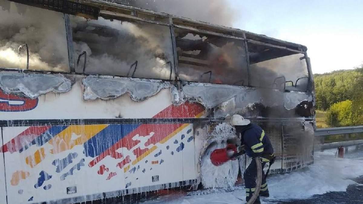 На трасі Київ – Одеса загорівся автобус 01.09.2020: фото