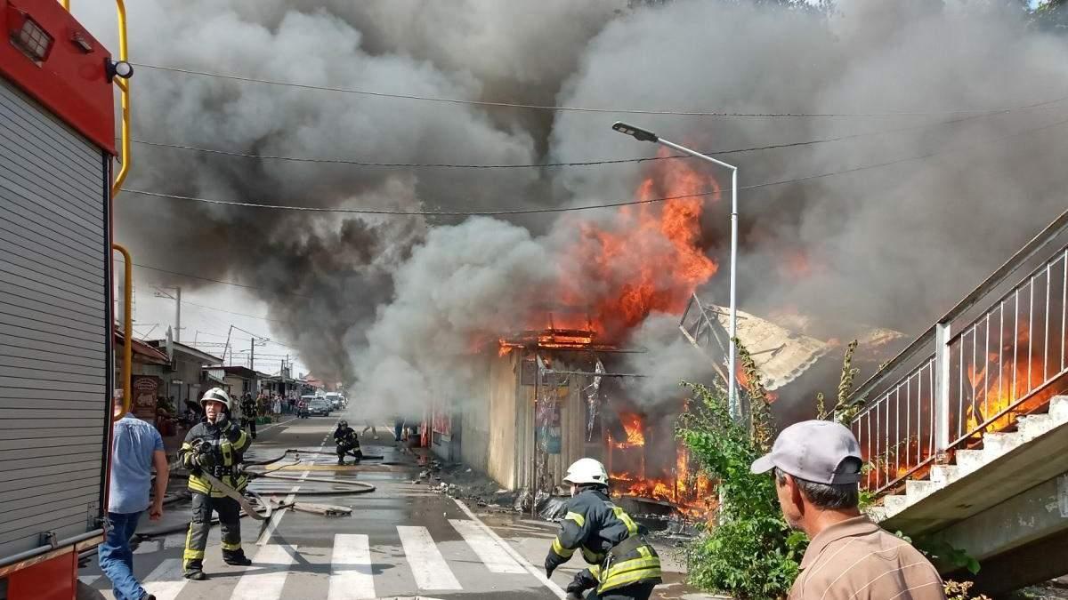 На Київщині загорівся магазин на ринку 02.09.2020: фото, відео