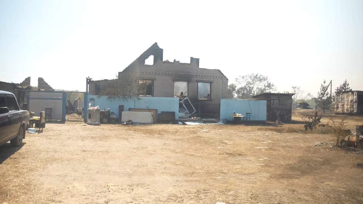 Дотла сгорели 22 дома: местные жители показали жуткие последствия пожара на Харьковщине