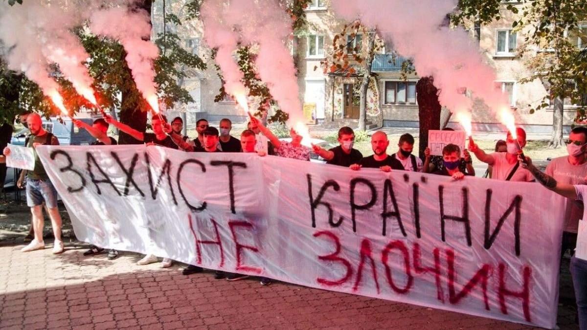 Тисячі українців вийшли на акцію протесту на знак підтримки харківських патріотів