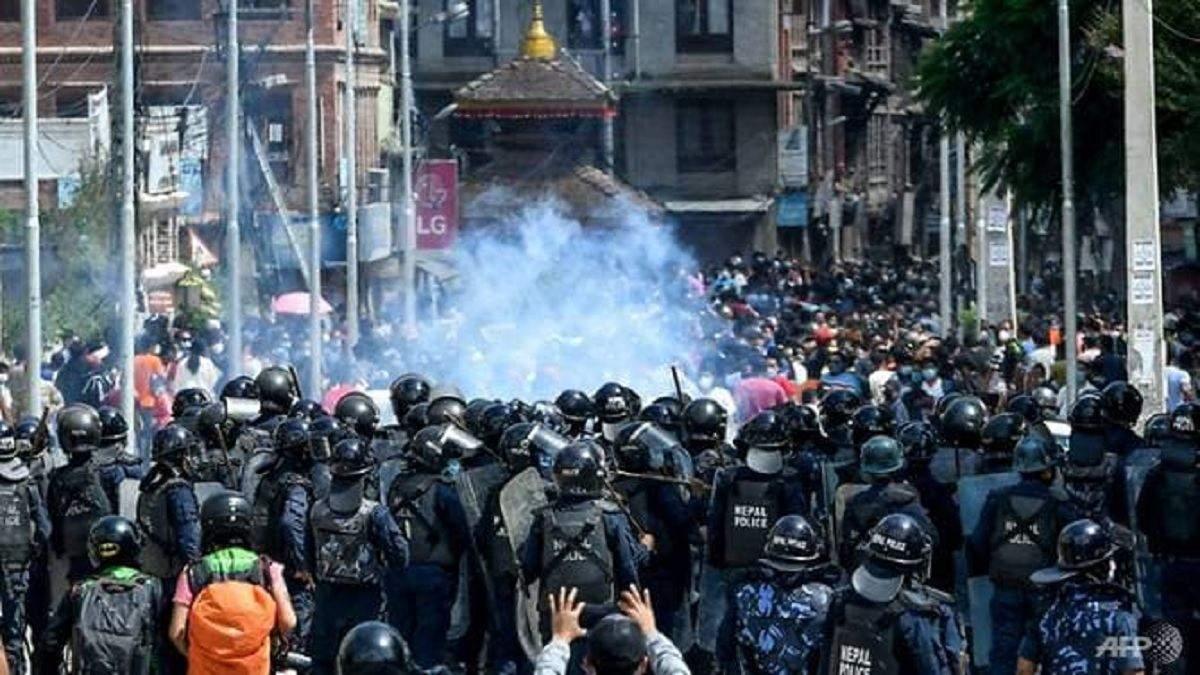 У Непалі сльозогінним газом і водометами розігнали вірян