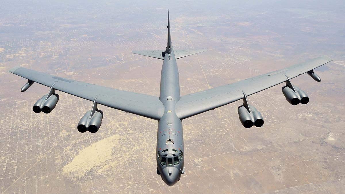 Біля Криму літали 2 бомбардувальники США: відео
