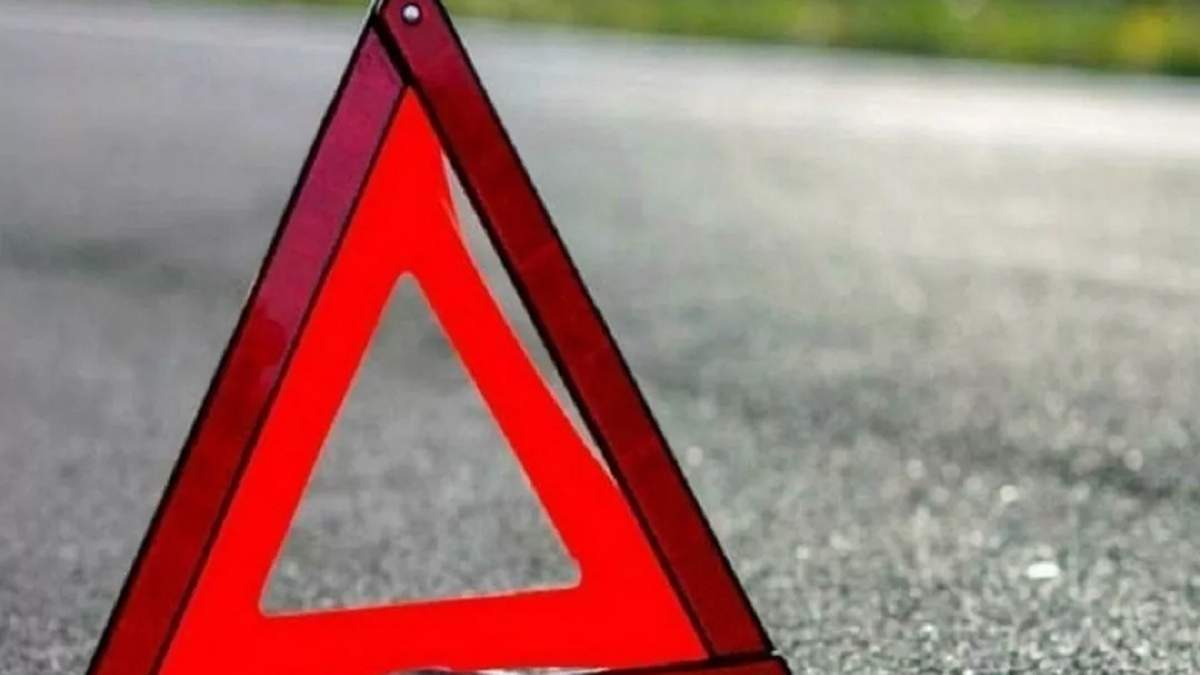 На Одещині авто в'їхало у дерево 05.09.2020: є постраждалі