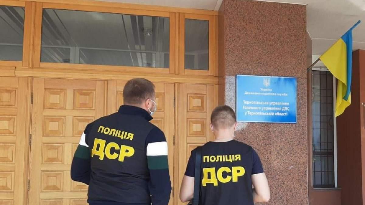 Должностных лиц ДФС Тернопольщины подозревают в растрате - фото