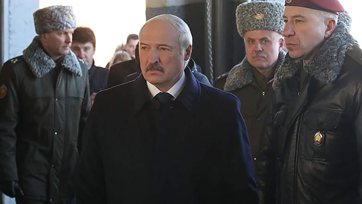 Олександр Лукашенко та Юрій Караєв (справа)
