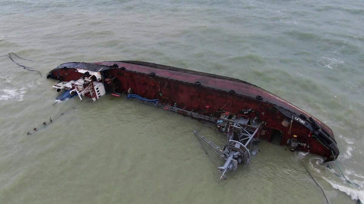 Чому в Одесі відклали евакуацію танкера Delfi