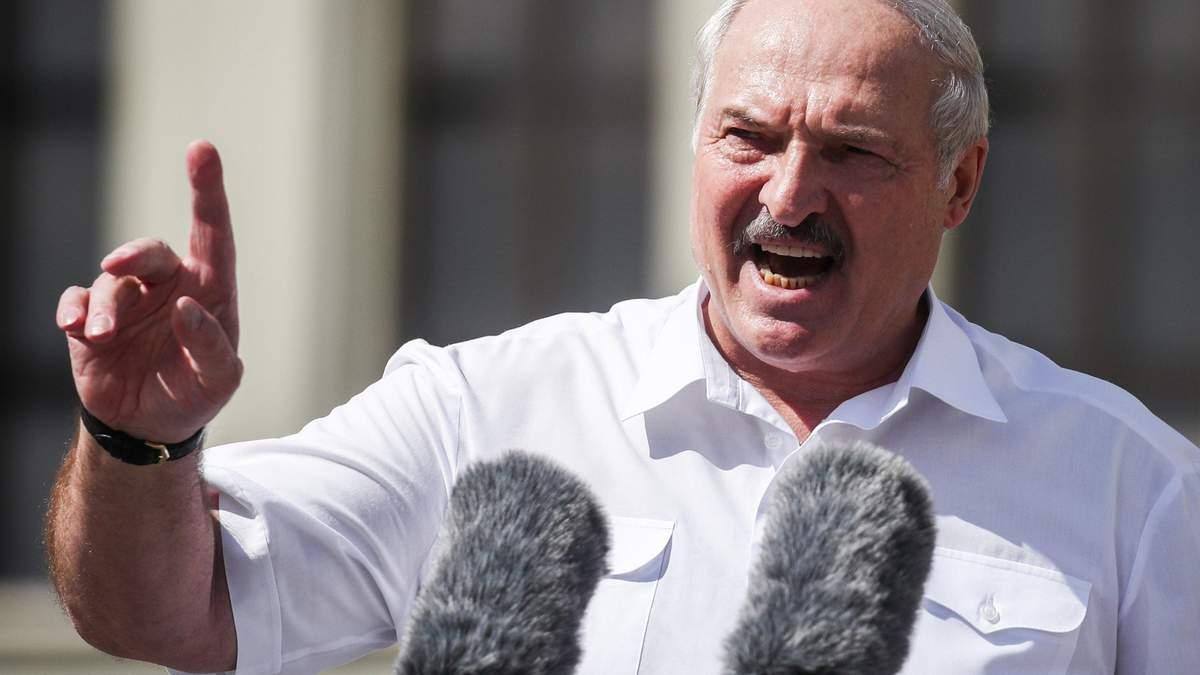 Олександр Лукашенко залякує опозицію