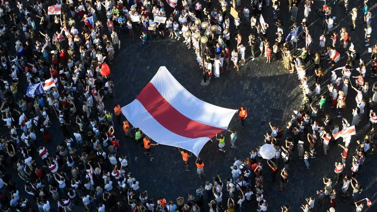 Зі семи лідерів опозиції в Білорусі на волі залишилася лише Алексієвич