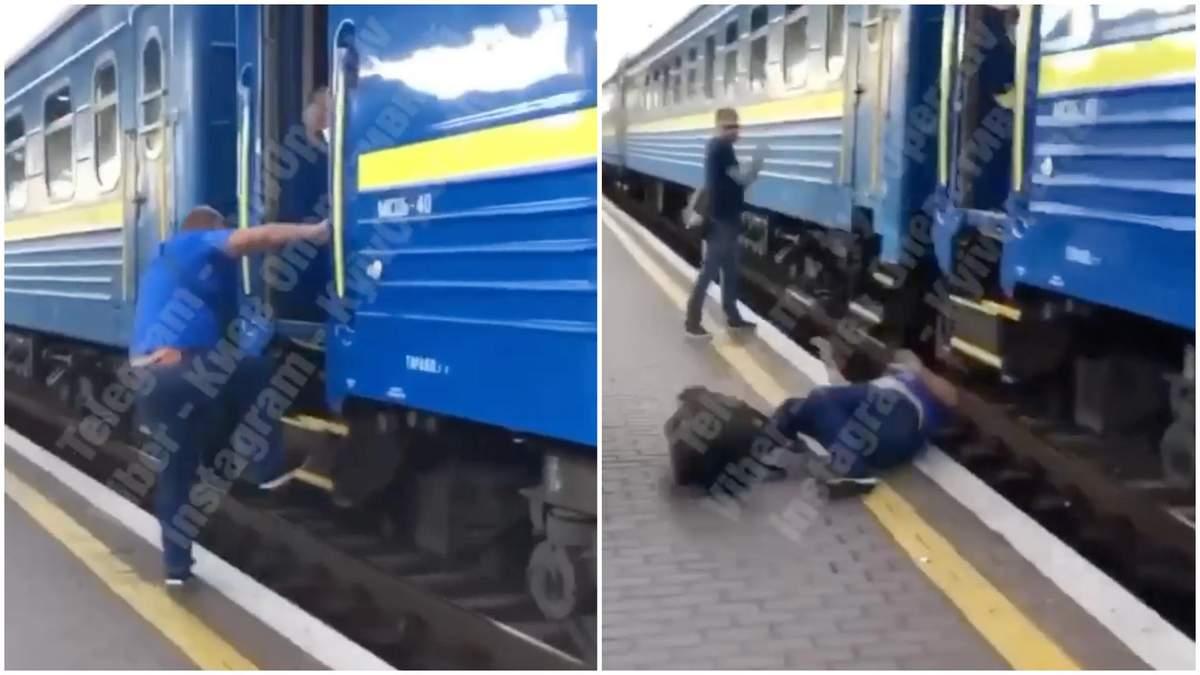 У Києві чоловік мало не загинув під час спроби сісти у потяг: відео