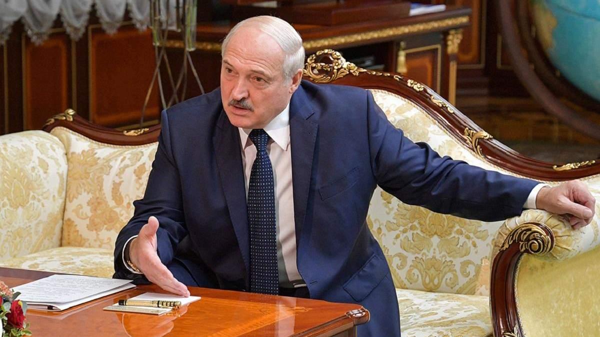 Лукашенко заявив, що протестувальники в Білорусі малювали попи фарбою
