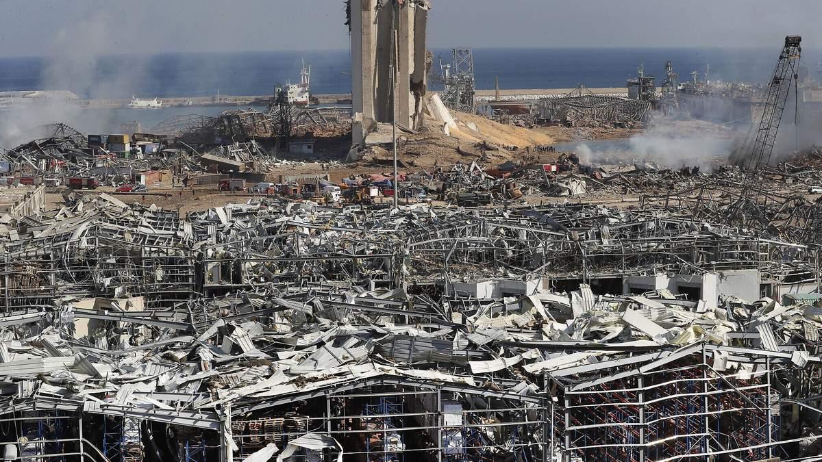 Руины на месте взрыва в порту Бейрута