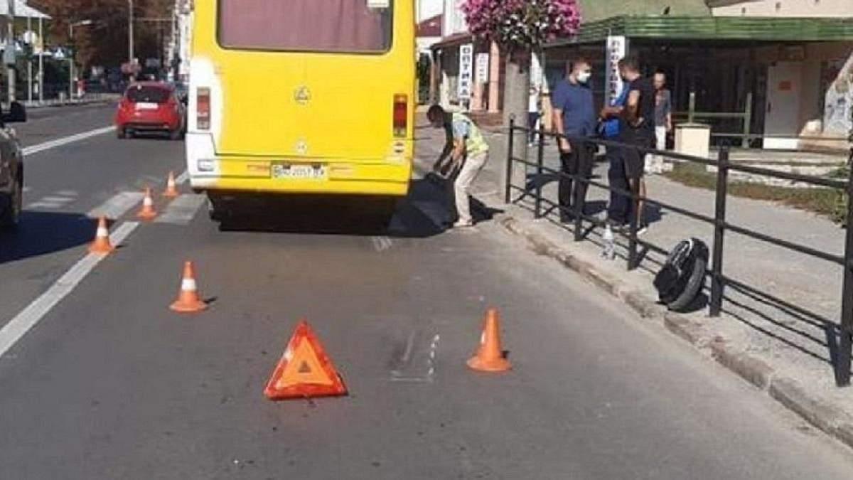 ДТП у Тернополі 10.09.2020 - маршрутка збила чоловіка на моноколесі