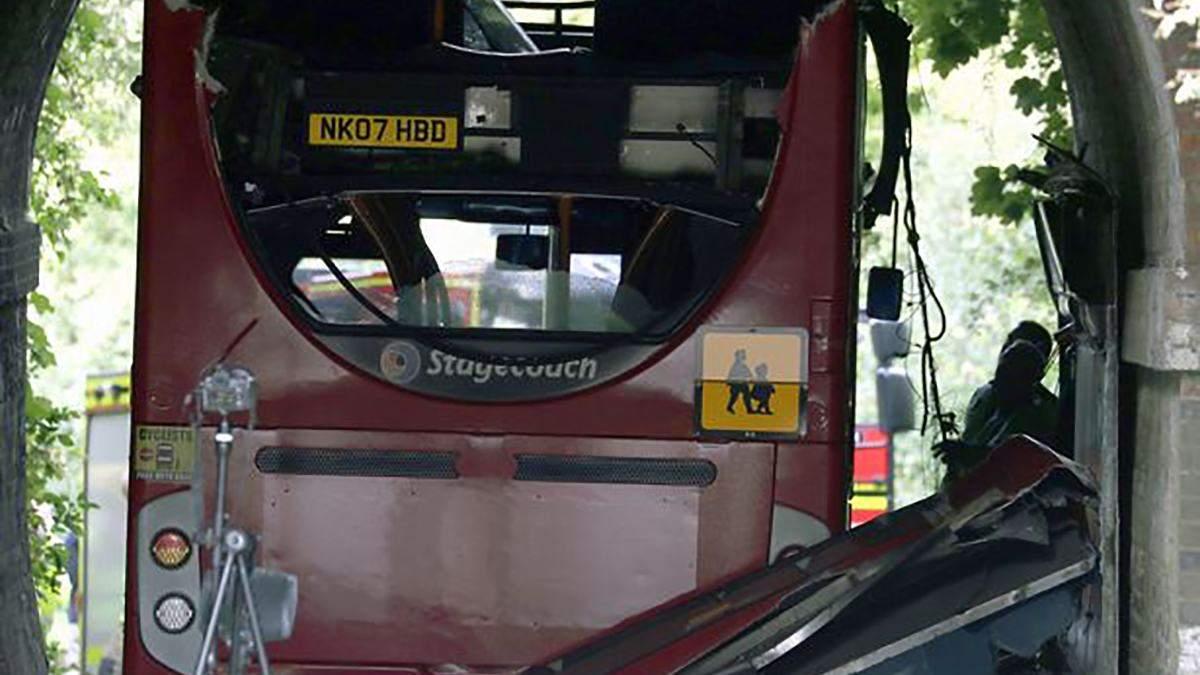 15 детей пострадали в ДТП со школьным автобусом в Великобритании