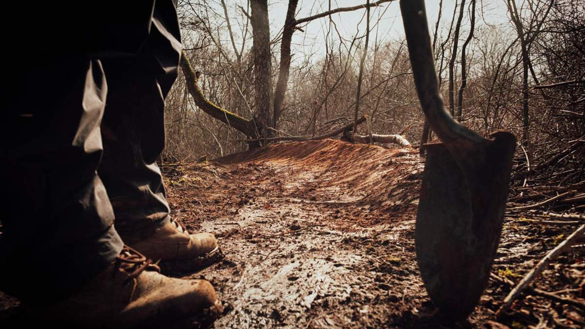 Змагання зі швидкісного викопування могил в Росії - відео - 24 канал